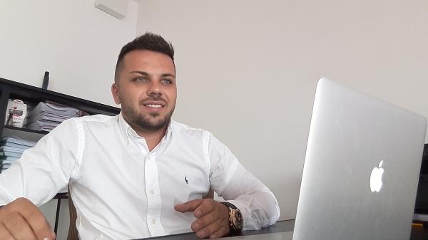 Povestea unui tânăr antreprenor de succes din România. A pornit o afacere de la 0 şi a ridicat-o la milioane de euro