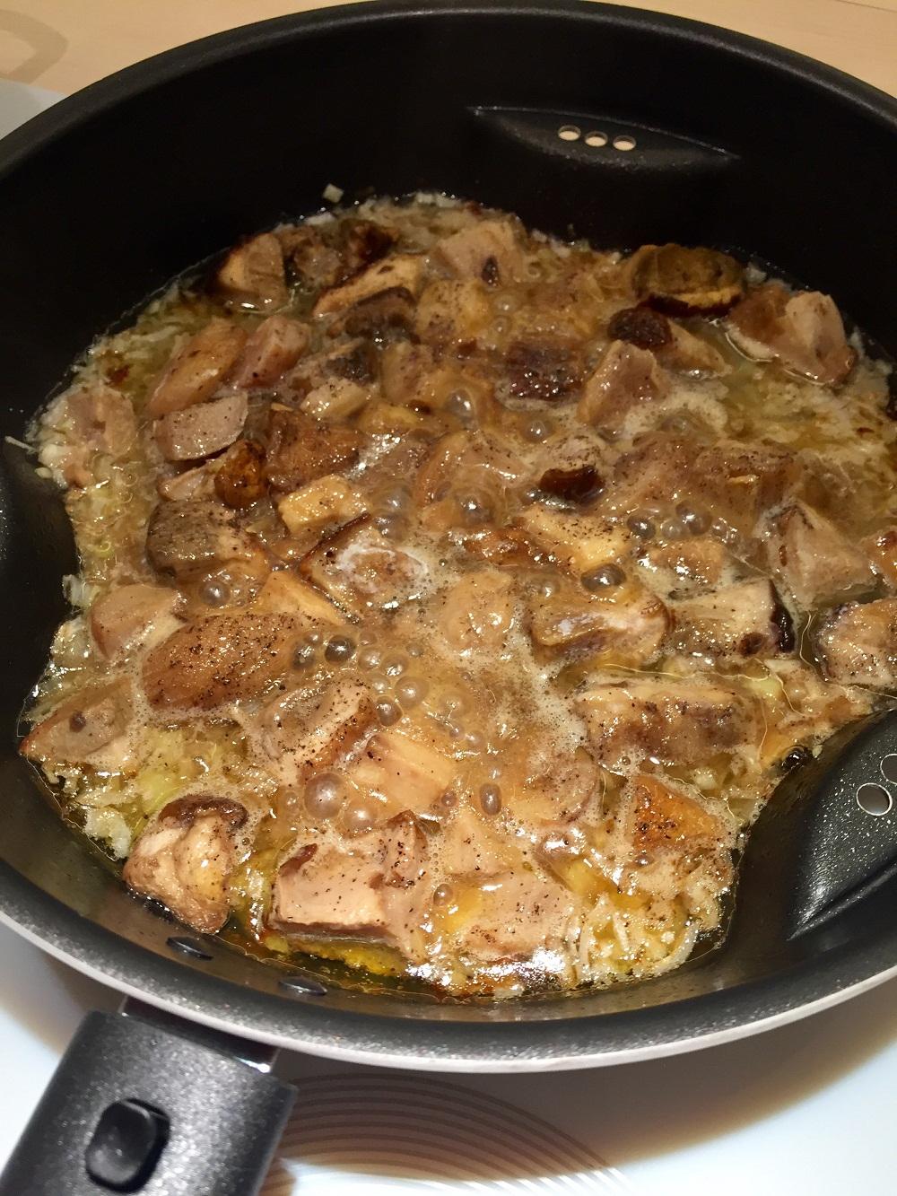 Muşchiuleţ de porc cu hribi şi muşuroi de cartofi prăjiţi RETETE DE SANATATE (5)